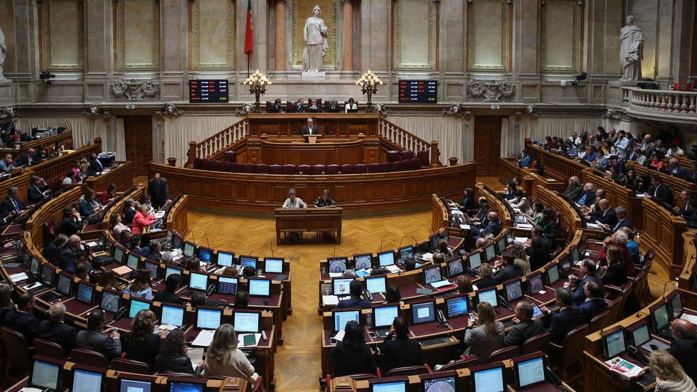 """Imagem para Em direto do Parlamento: Com """"larguíssima maioria"""", aprovada a renovação do estado de emergência"""