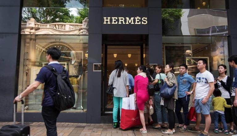 Imagem para Hermès reabriu na China e vendeu 2,5 milhões de euros num dia