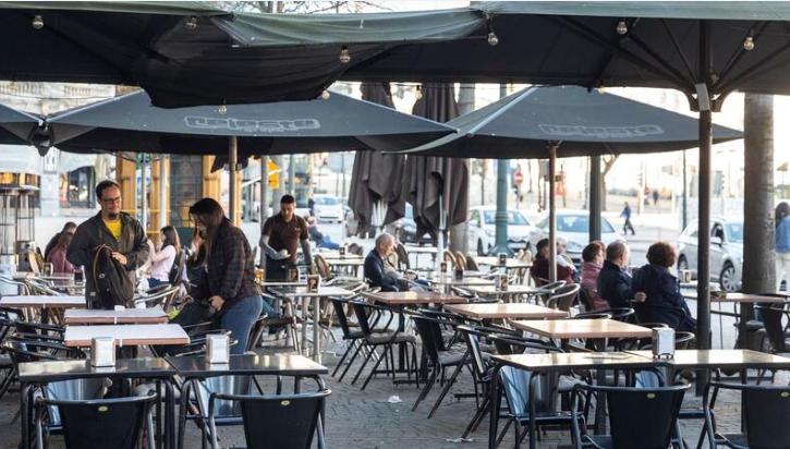 Imagem para Máscaras, desinfeção e distância. As normas da DGS para cafés e restaurantes