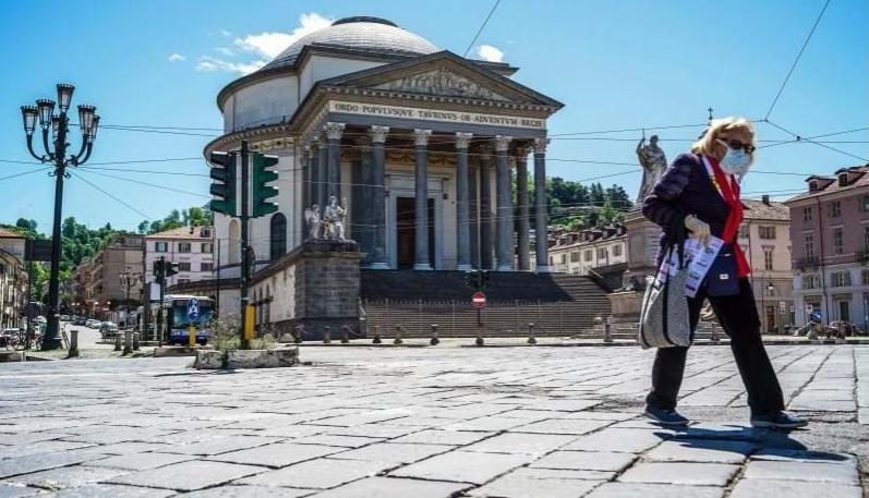 Imagem para Milhões voltam a sair à rua em Itália
